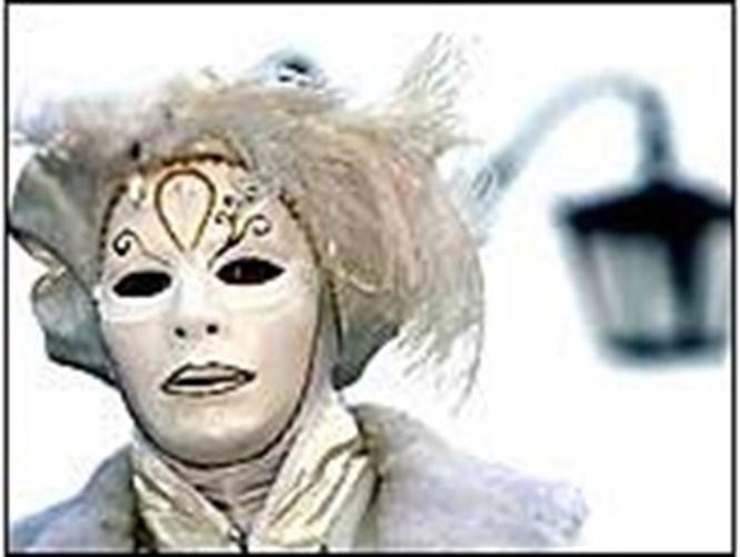 Venedik'te 24 saat maskeli balo